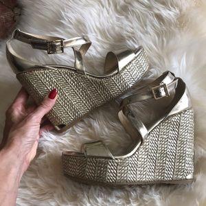 ✨Jimmy Choo Perla Metallic Wedge Sandal, Gold (39)